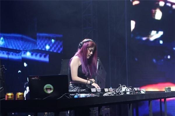 Nữ DJ Đài Loan xinh đẹp cá tính Ray Ray.