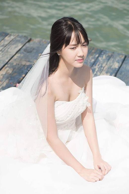 Đừng hiểu nhầm, không phải Jang Mi sắp kết hôn đâu nhé đây là ảnh chụp cho dự án âm nhạc sắp tới của cô nàng mang tên Đừng tin em mạnh mẽ.