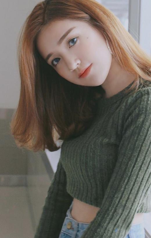 Nếu chỉ nhìn như thế này, khối người sẽ tưởng nhầm cô này là một hot girl Hàn Quốc đấy nhỉ.