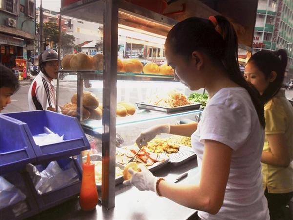 Chị Trần Thị Thúy An - chủ quán bánh mì 5000.