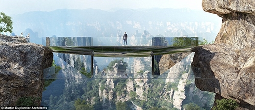 Trung Quốc tiếp tục gây bất ngờ với nhiều khách du lịch ưa mạo hiểm, thích khám phá thiên nhiên với cây cầu có khả năng tàng hình như thế này đây.