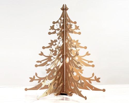 Một cây thông được chạm khắc tinh xảo thế này dành cho những ai yêu thích sự tối giản.