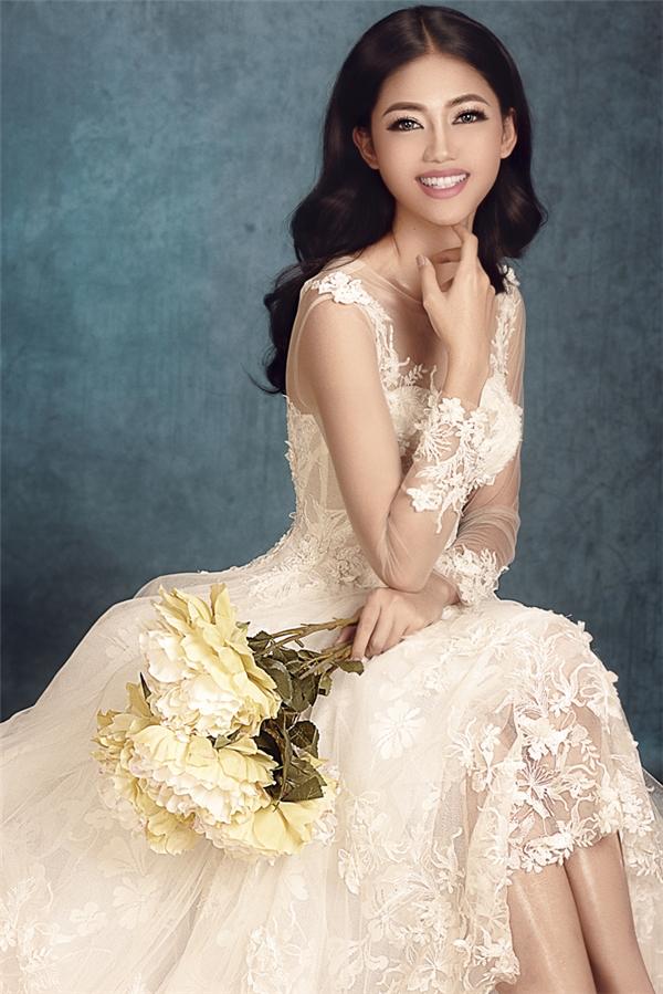 Thanh Tú chia sẻ, cô không có ý định tham gia showbiz như nhiều người đẹp khác sau khi đăng quang.