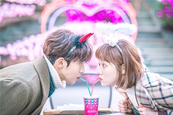 Khoảnh khắc ngọt ngào lãng mạn của cặp đôi chính