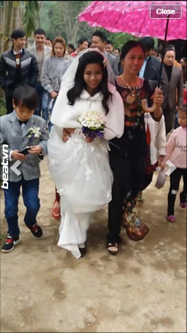 Đám cưới của cặp đôi vợ cao chồng thấp bé gây sốt