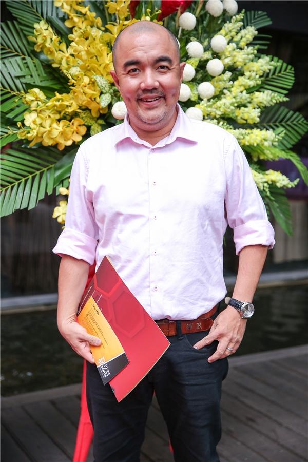 Đạo diễn - diễn viên Quốc Thuận tươi tắn đến dự sự kiện. - Tin sao Viet - Tin tuc sao Viet - Scandal sao Viet - Tin tuc cua Sao - Tin cua Sao