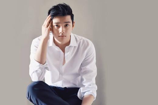 Chris Khoa được biết đến với vai trò là người mẫu gốc Việt đầu tiên của một hãng thời trang thể thao danh tiếng.