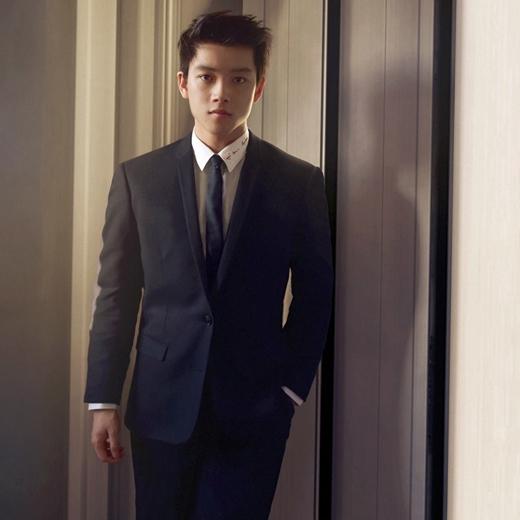 Không những đẹp trai, Chris Khoa còn có thành tích học tập khủng.