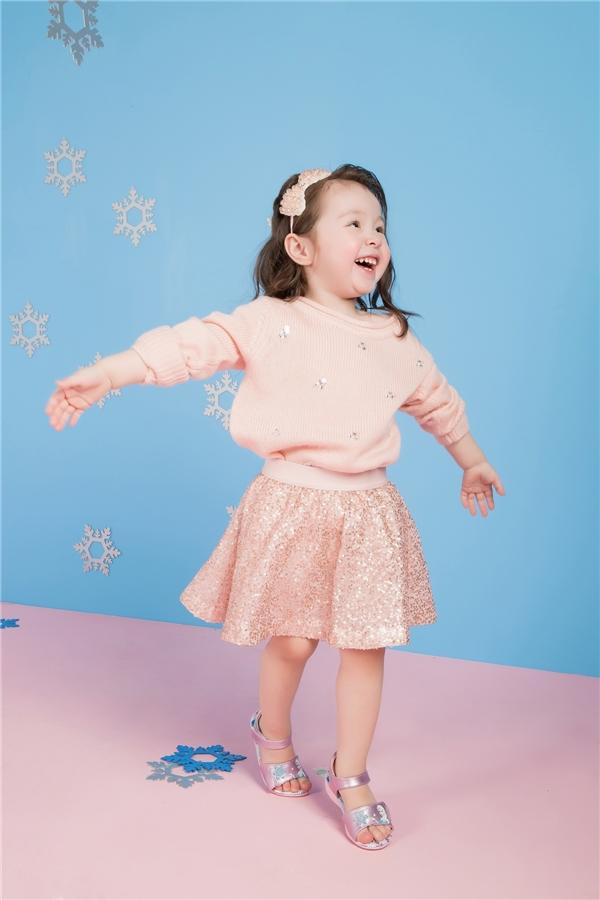 Thích thú với loạt ảnh mừng Giáng sinh cực dễ thương của Cadie Mộc Trà
