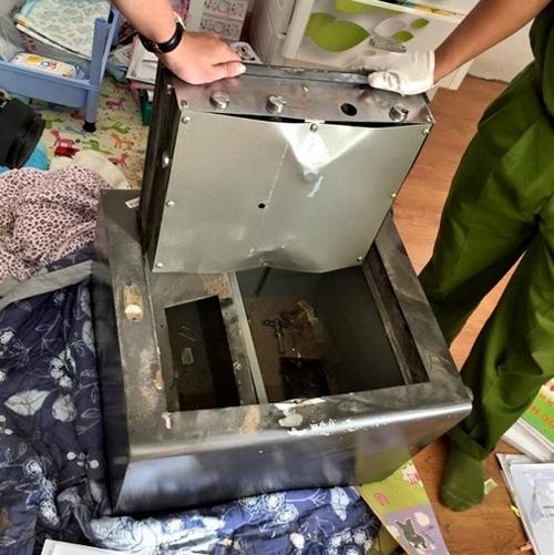 Chiếc két sắt của nhà Đăng Khôi bị trộm phá nát. - Tin sao Viet - Tin tuc sao Viet - Scandal sao Viet - Tin tuc cua Sao - Tin cua Sao