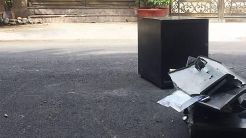 Chiếc két sắt bị trộm phá tung, lấy hết tài sản - Tin sao Viet - Tin tuc sao Viet - Scandal sao Viet - Tin tuc cua Sao - Tin cua Sao