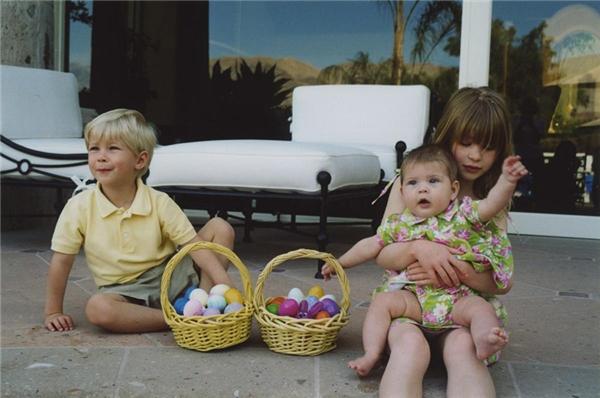 Đến khi Rory và Phoebe lần lượt ra đời, Jennifer đã rất ra dáng chị cả.