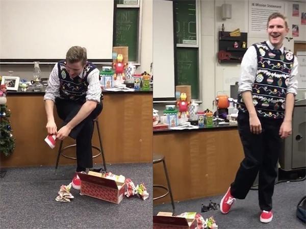 Thầy Taylor trông như một đứa trẻ khi nhìn thấy đôi giày mà anh yêu thích và mang thử ngay lập tức. (Ảnh cắt từ clip)