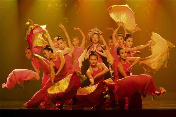 Những màn trình diễn vô cùng ấn tượng của Hoàng Thùy Linh. - Tin sao Viet - Tin tuc sao Viet - Scandal sao Viet - Tin tuc cua Sao - Tin cua Sao