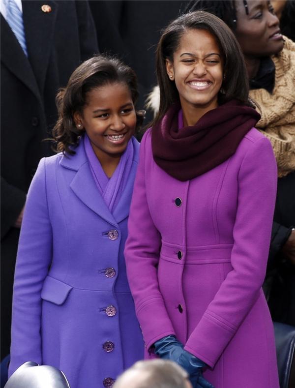 Hai cô con gái giỏi giang của Barack Obama, Malia (phải) và Sasha (trái)