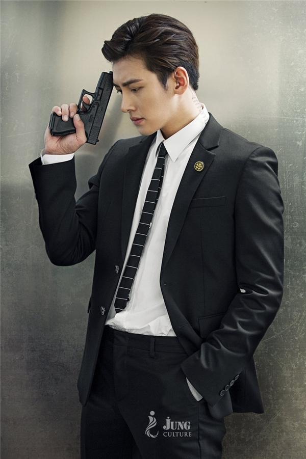 Ji Chang Wook vốn đã khá quen với khán giả màn ảnh nhỏ qua những bộ phim nổi tiếng như Cười lên Donghae, Healer...