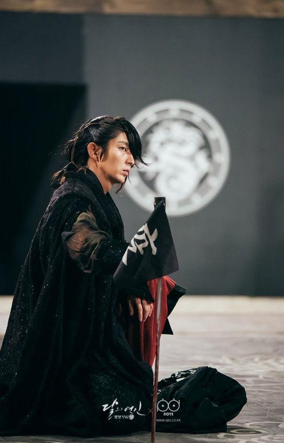 Vai tứ hoàng tử Wang So của Lee Jun Ki là một trong những yếu tố giúp phim Người tình ánh trăng được nhiều người yêu thích.