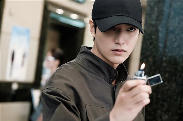 Sau thành công của The Heirs, Lee Min Ho quay trở lại với màn ảnh nhỏ trong bộ phim ăn khách Huyền thoại biển xanh.