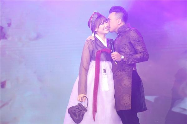 Hari Won diện hanbok xinh xắn, dỗ dành khi Trấn Thành khóc nức nở - Tin sao Viet - Tin tuc sao Viet - Scandal sao Viet - Tin tuc cua Sao - Tin cua Sao