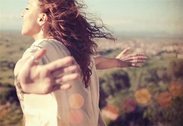 Dang rộngcánh tay đón nhận hạnh phúc. (Ảnh: internet)