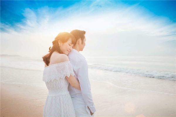 """Tấm ảnh cưới hiếm hoi được """"cặp đôi vàng"""" làng cầu lông chia sẻ trên trang cá nhân. (Ảnh: FBNV)"""