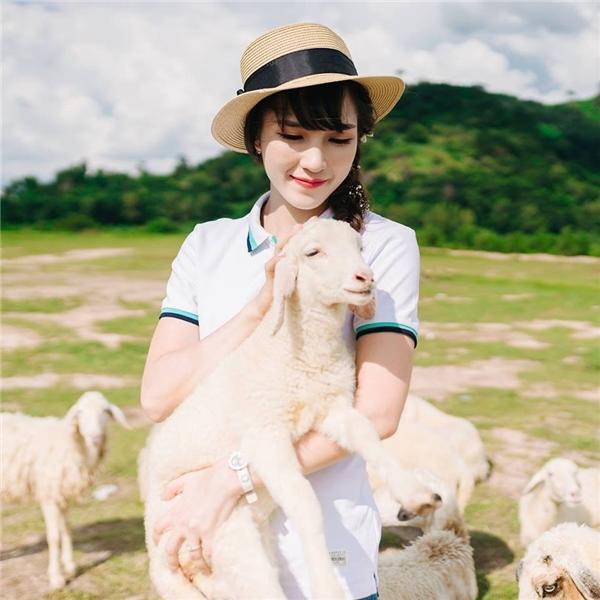 Vẻ đẹp thanh tú của Vũ Thị Trang. (Ảnh: FBNV)