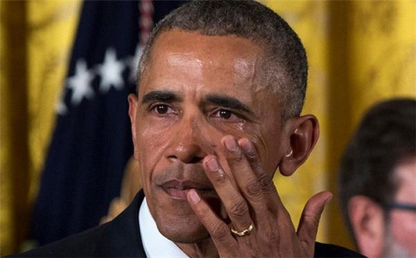 Tổng thống Obama đã rơi lệ.