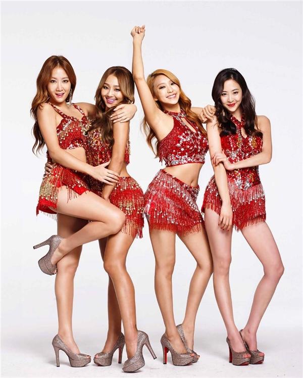 Fan Kpop thấp thỏm chuẩn bị chia tay hàng loạt nhóm nhạc đình đám