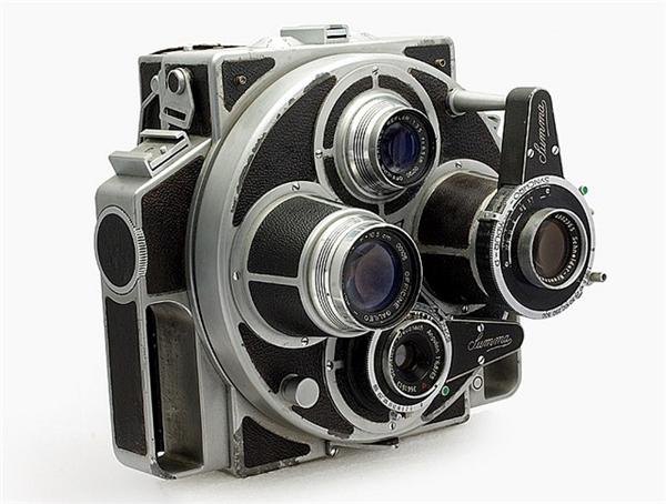 """Chiếc máy ảnh """"quái dị"""" này có tênSumma. Nó là một tổ hợp rất nhiều thành phần bao gồm bộ phận quay lấy nét, zoom cận cảnh, ống ngắm, cơ cấu xoay thay đổi ống kính tiêu cự... (Ảnh: internet)"""