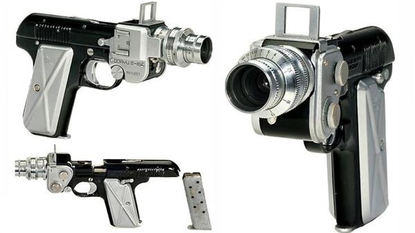 Doryu 2-16, một thiết kế quái đảncủa người Nhậtđược xem như làmẫu máy ảnh độc đáo nhất trong lịch sử khi có thiết kế mang hình khẩu súng ngắn. Khi chụp ảnh, băng đạn sẽ được đẩy lên như một chiếc đèn Flash. Đặc biệt,trong quá trình chụp nó sẽ phát ra một tiếng kêu khá lớn giống nhưnhư tiếng súng nổ. (Ảnh: internet)