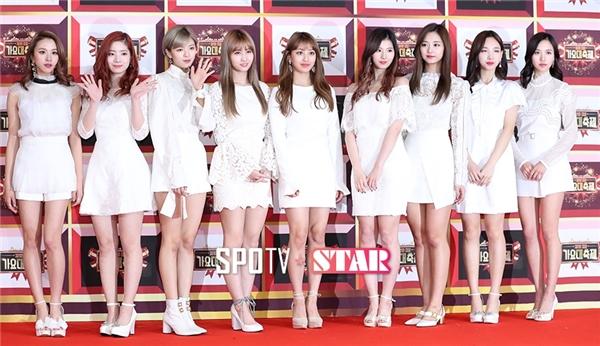 Sau một năm đại thắng với hai ca khúc Cheer Up và TT, Twice nhanh chóng góp mặt vào hàng ngũ nhóm nhạc nữ hàng đầu Kpop