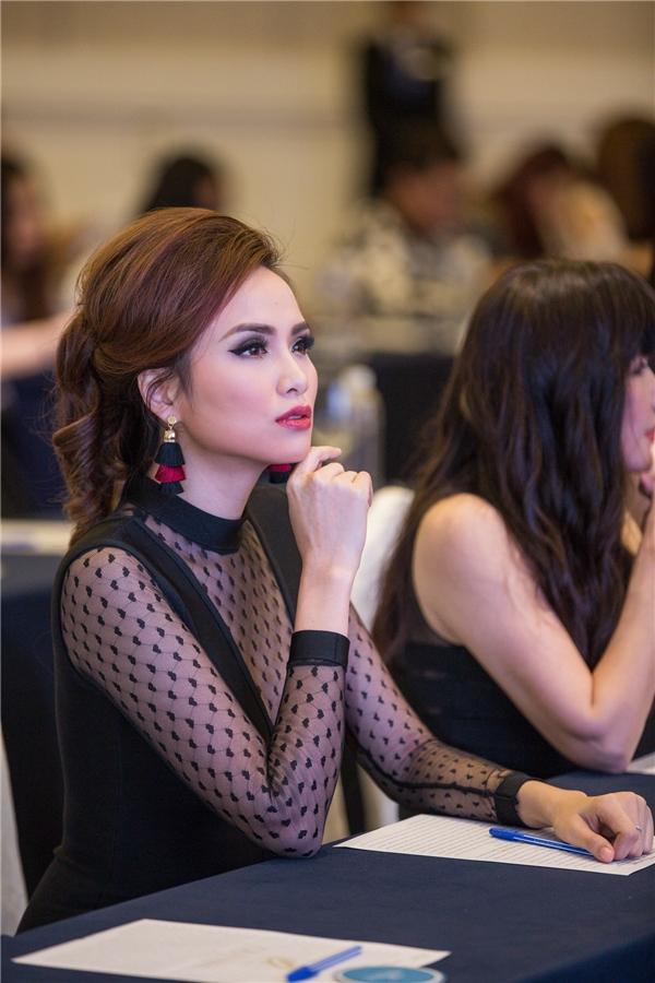 Hoa hậu Diễm Hương rạng rỡ tái xuất sau thời gian im ắng