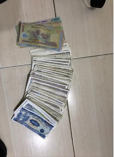 Những tờ tiền lẻ mà anh Phạm Thanh Hải nhận được. (Ảnh: Beatvn)