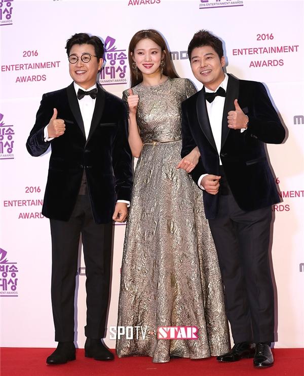 Tại MBC Entertainment Awards 2016, Lee Sung Kyung đảm nhận vai trò MC bên cạnh Jun Hyun Moo và Kim Sung Joo.