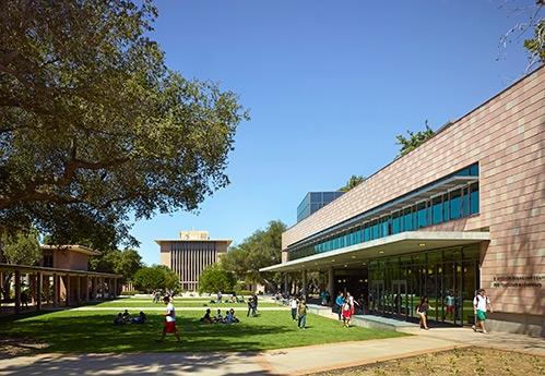 Harvey Mudd Collegechủ trương tập trung đào tạo sinh viên cử nhân, trong đó, các khóa học về khoa học, toán học, kỹ thuật ở cơ sở Claremont, California kéo dài 4 năm học với chi phí lên đến 209.532 USD (gần 4,7 tỉ VNĐ).