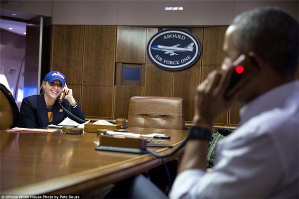 Dù là fan của đội Chicago White Sox, Tổng thống Obama vẫn gọi điện cho quản lí đội Chicago Cubs để chúc mừng chiến thắng của họ tại giải thế giới.
