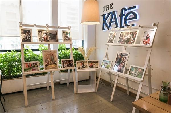 """Chuỗi The KAfe, Cabine Hanoi, Jouri Dessert & Tea, iFeel Cafe, Navy Coffee, De Joli tại Hà Nội và The KAfe,Cafe Tinh tế, ID Cafe, Things Cafe, Icon Cafe, C.ON Cafe ở TPHCM là những địa điểm hot đang được giới trẻ """"săn đón"""" bởi triển lãm """"Những sắc màu cuộc sống""""."""