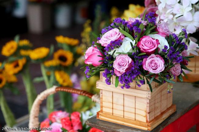 Những bông hoa tươi sẽ khiến ngôi nhà của bạn ngập tràn sức sống. Ảnh chụp bằng máy Canon EOS M5 qua góc máy của nhiếp ảnh gia Nhựt Hùng.