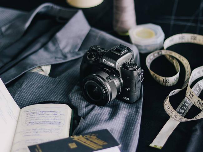 Đừng quên một chiếc máy ảnh thật chất như Canon EOS M5 để lưu lại mọi khoảnh khắc xuân sum vầy của cả gia đình nhé!