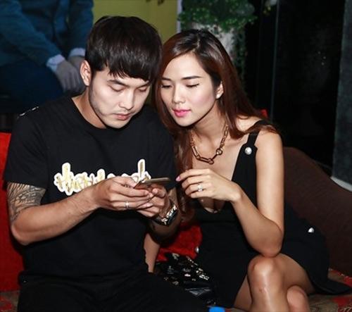 Kim Cương luôn sát cánh cùng anh trong các sự kiện, các buổi biểu diễn. - Tin sao Viet - Tin tuc sao Viet - Scandal sao Viet - Tin tuc cua Sao - Tin cua Sao