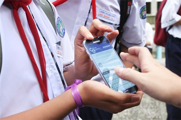 """Ngày hội """"Kết nối giá trị Việt"""" là một phần của hành trình giới thiệu các bạn ứng dụng trên thiết bị di động """"Culture Explorer"""" - kênh thông tin đa dạng và thú vị nhằm tạo điều kiện cho các bạn tìm hiểu về các danh lam thắng cảnh, nét văn hóa và những thông tin thú vị về đất nước Việt Nam. Đây là ứng dụng miễn phí, cung cấp các hình ảnh và nội dung chính xác, cập nhật bởi Trung Tâm Thông Tin Du Lịch (TITC) trực thuộc Tổng Cục Du Lịch, Bộ Văn Hóa – Thể Thao và Du Lịch Việt Nam."""