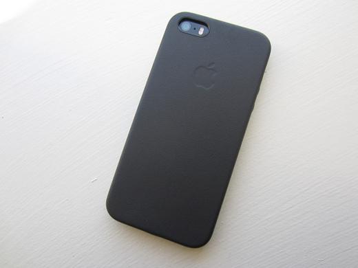 Bỏ ốp khi sạc cũng giúp iPhone vào điện nhanh hơn.