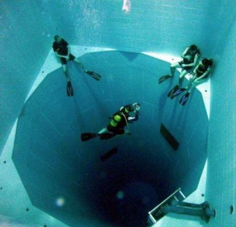 Hồbơi nhân tạo sâu nhất thế giới có độ sâu đến 35 mét. (Ảnh: internet)