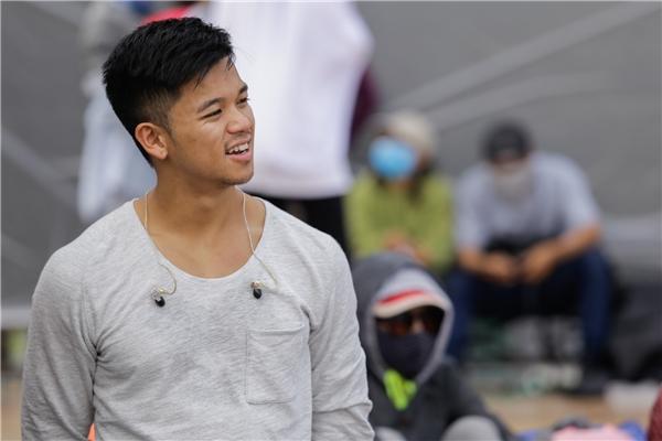 Trông anh chàng Quán quân Việt Nam Idol 2015 lúc nào cũng tràn đầy nhiệt huyết như thế này đây. - Tin sao Viet - Tin tuc sao Viet - Scandal sao Viet - Tin tuc cua Sao - Tin cua Sao
