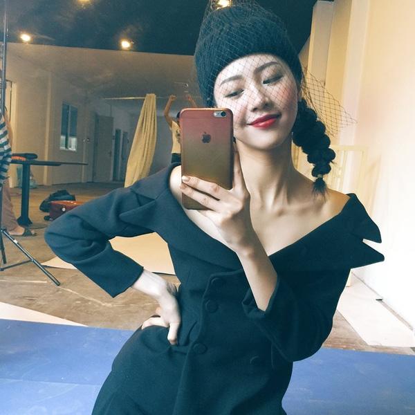 Ngọc Châm sinh năm 1992, là một trong những hot girl nổi tiếng Hà thành hiện tại. Cô nàng cũng là tiếp viên của một hãng hàng không. Thời gian qua, Ngọc Châm tiếp tục phát triển công việc trong lĩnh vực nghệ thuật, kinh doanh thời trang. Ngọc Châm từng tham gia phim phim ngắn Sao tao gọi mày không nghe máy cùng Min St.319 và hot boy Ba Duy.