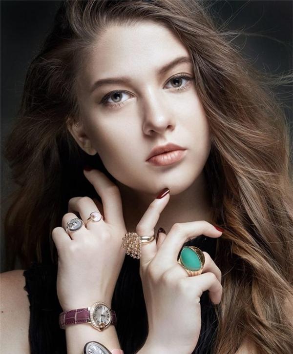 Dù chỉ mới 16 tuổi nhưng Mashka - người mẫu trẻ đến từ Ukraine có nhiều kinh nghiệm trong lĩnh vực thời trang, chinh phục nhiều sàn diễn quốc tế. Hiện tại, cô mẫu Tây xinh đẹp này đang hoạt động ngắn hạn ở Việt Nam.