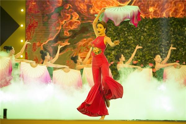 Hoàng Thùy Linh hạnh phúc nhận cú đúp giải thưởng tại YAN VPOP 20 - Tin sao Viet - Tin tuc sao Viet - Scandal sao Viet - Tin tuc cua Sao - Tin cua Sao