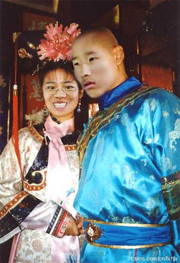Lúc khác thì thành cặp đôi của Hoàn Châu Cách Cách.