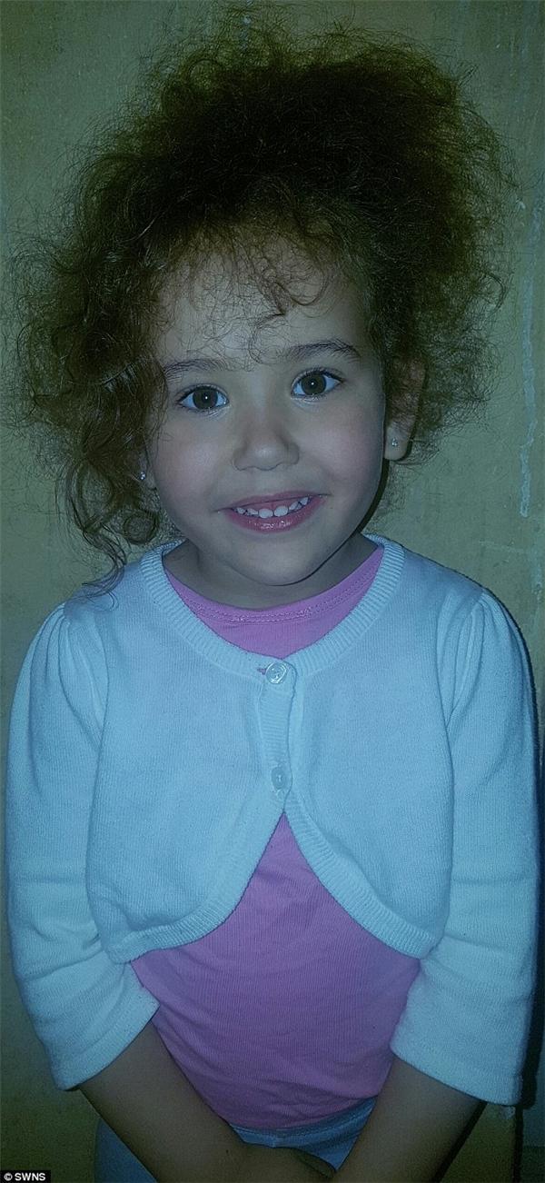 Không chỉ Liana khiến nhiều người bất ngờ, mà cô em gái Chyna (3 tuổi) cũng có chiều cao bất thường khi vượt hẳn 0,3 m so với chiều cao trung bình của bạn bè đồng trang lứa.