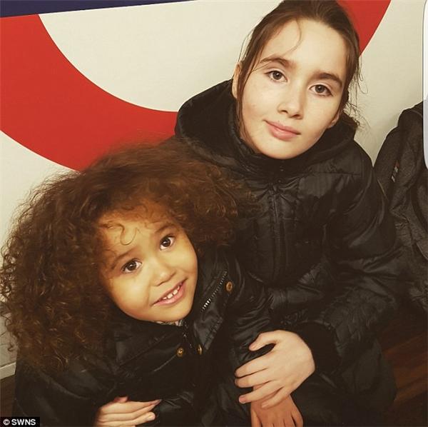 Nếu như nhiều người thấy ngưỡng mộ với chiều cao của Liana và Chyna thì bà mẹ hai con này lại khá lo lắng vì chúng quá nổi bật và khác biệt. Chị chỉ hy vọng ở môi trường nào, các con gái của mình cũng có thể hòa nhập với cuộc sống và bạn bè. Đặc biệt là khi Liana bước vào trung học trongnăm sau.